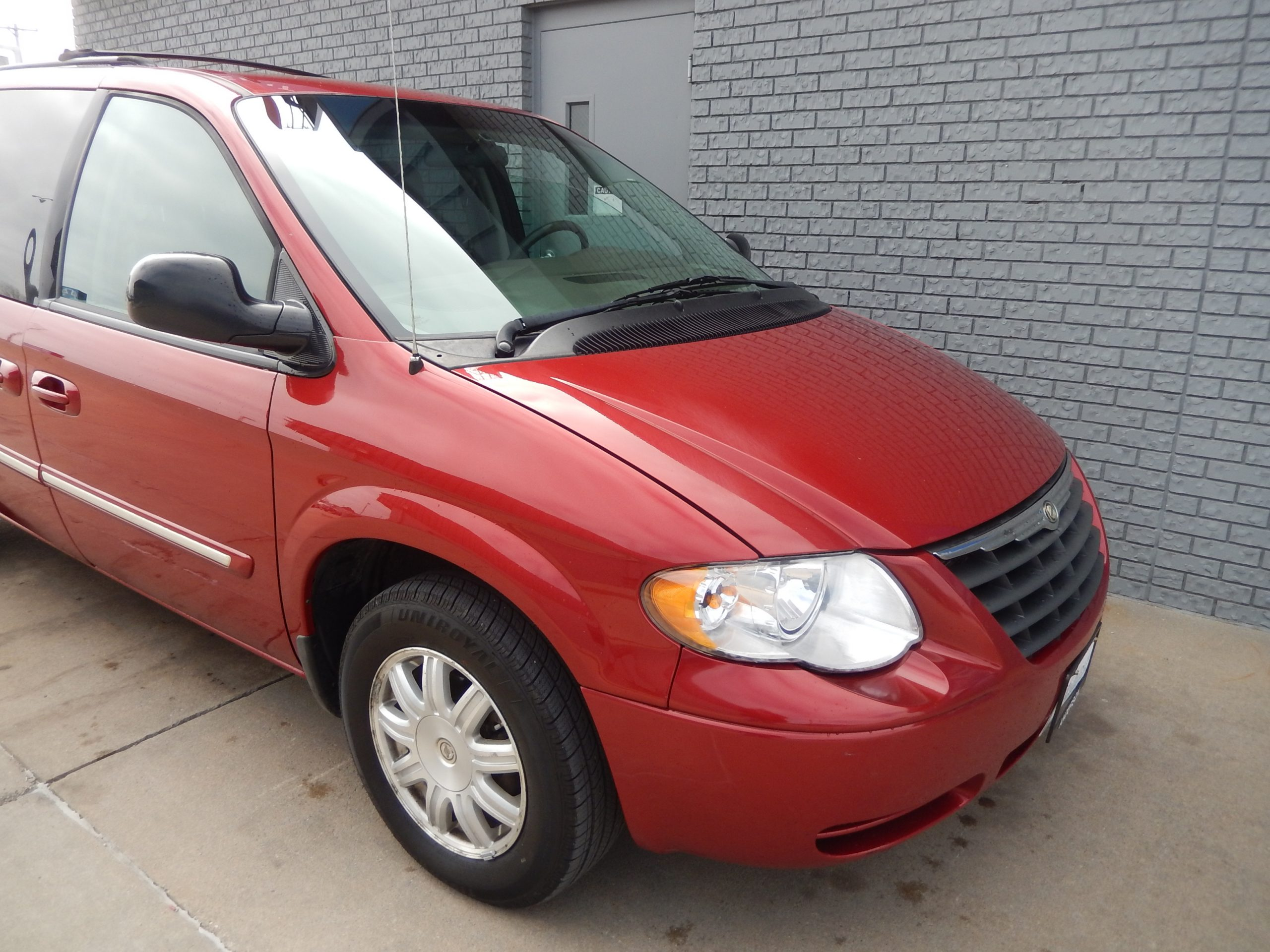 Used 2007 Chrysler Town & Country LWB Minivan for sale in