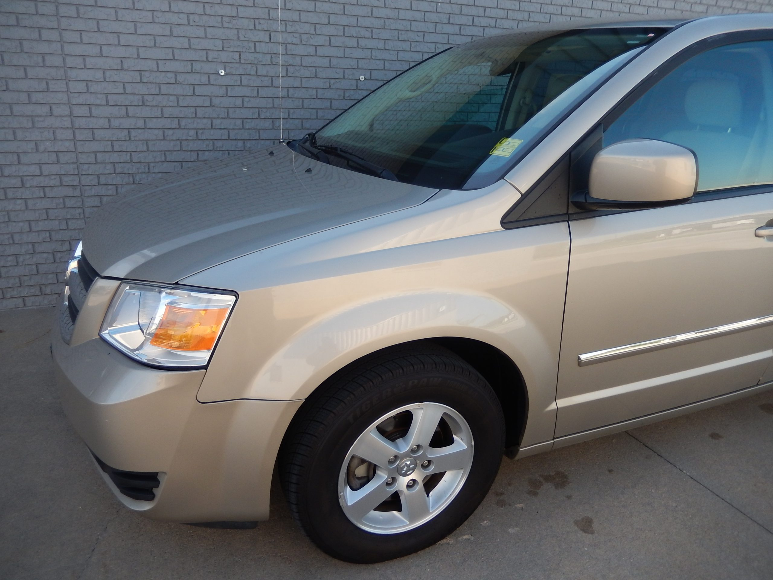 Used 2008 Dodge Grand Caravan SXT Minivan for sale in